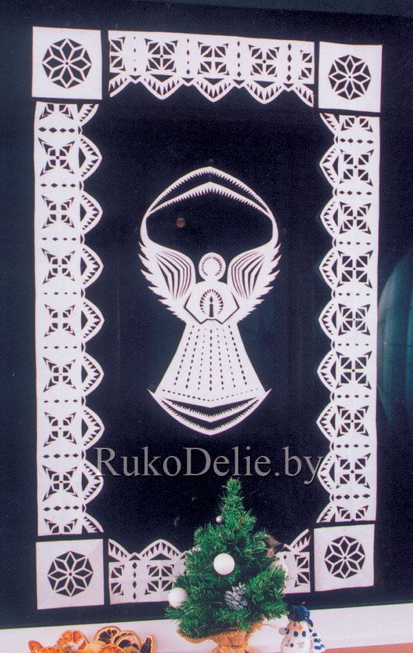 бумажная композиция с колокольчиком на окне