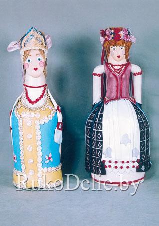 национальные образы в сувенирной бутылке, декорированной кожей