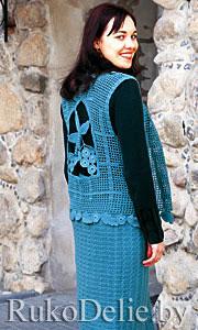 Связаный на спицах и крючком костюм: жилет и юбка