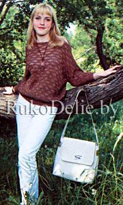 Связанный на спицах пуловер с цельнокроеным рукавом
