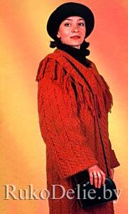 Пальто, связанное на спицах узорами