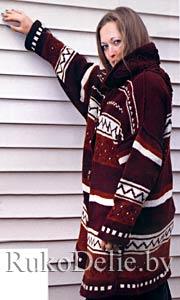 Вязаное спицами пальто с орнаментом