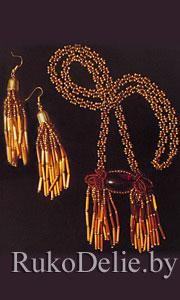 Ожерелье и серьги, выполненные из бисера