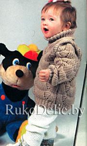 Связанный спицами детский свитер