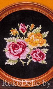 Картина с розами, вышитыми крестом