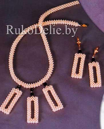 Из бисера ожерелье и серьги