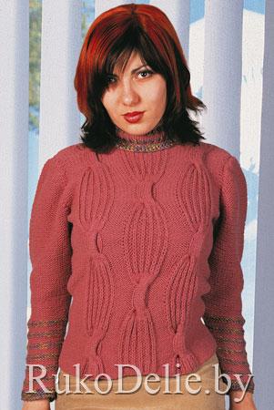Вязаный спицами женский свитер с крупным рельефным узором