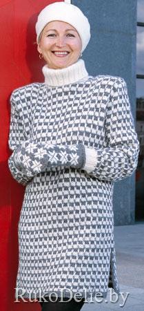 Удлиненный  свитер, вязаный на спицах