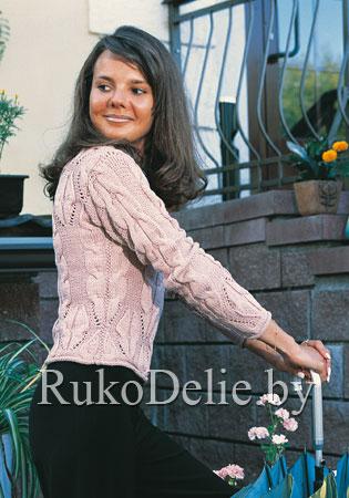 Женский вязаный пуловер с крупными косами