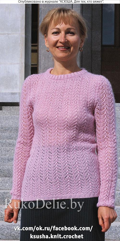 Связанный на спицах ажурный пуловер из мохера
